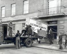 Fotografía Del Día: Entregando Un Ordenador En 1957