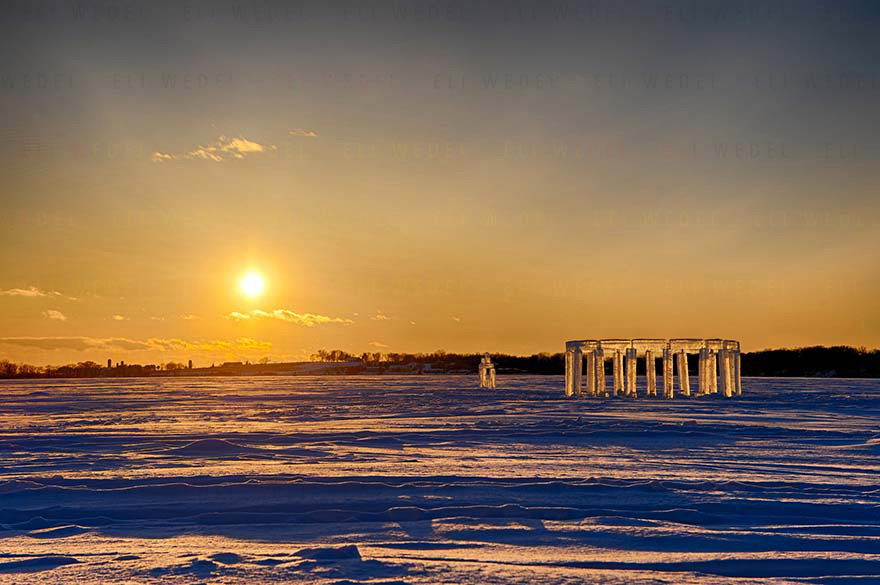 Esto Es Lo Que Cinco Amigos Construyeron. Lo Llamaron Icehenge Y Es Impresionante