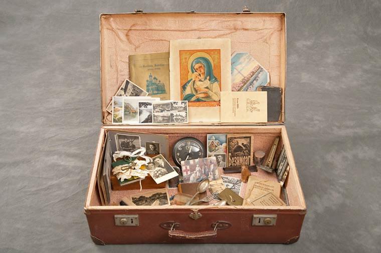 maletas-asilo-mental-abandonado-1