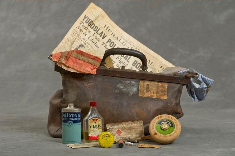 maletas-asilo-mental-abandonado-16
