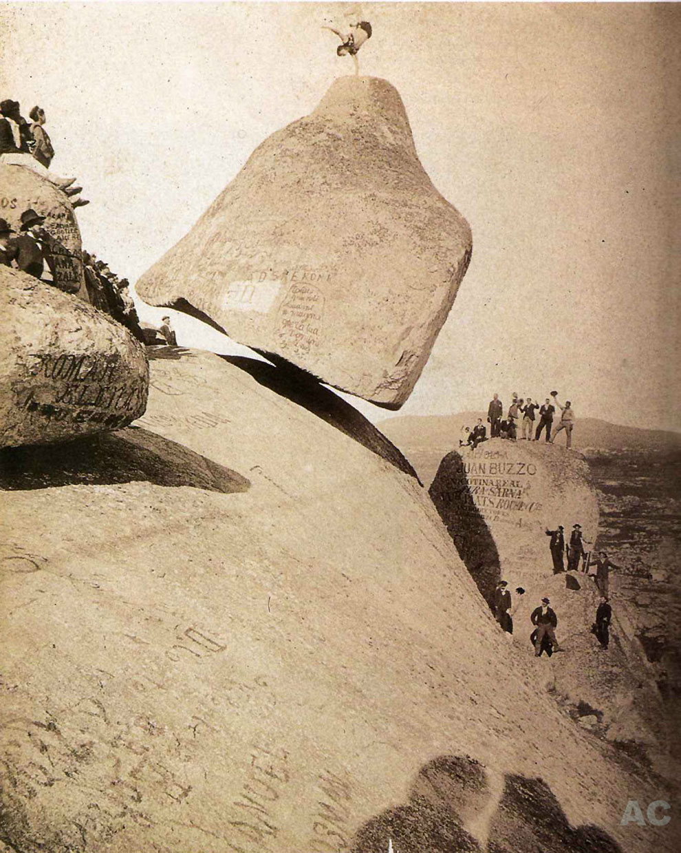 Fotografía Del Día: La Misteriosa Piedra Movediza De Tandil