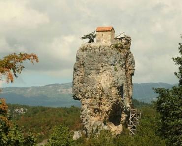 El Misterio De La Iglesia Construida Hace 1000 Años Sobre Un Monolito