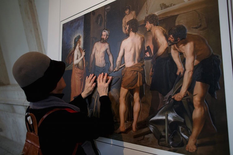 """Nueva tecnología de impresión permite """"ver"""" pinturas a los ciegos a través del tacto"""