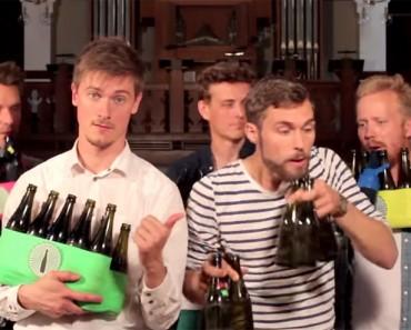Estos chicos hacen música con botellas. Asombroso el resultado final. ¡INCREÍBLE!