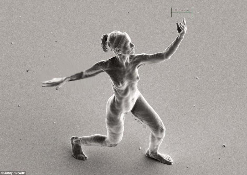 Este físico ha creado la escultura con forma humana más pequeña que jamás se ha hecho. INCREÍBLES IMÁGENES