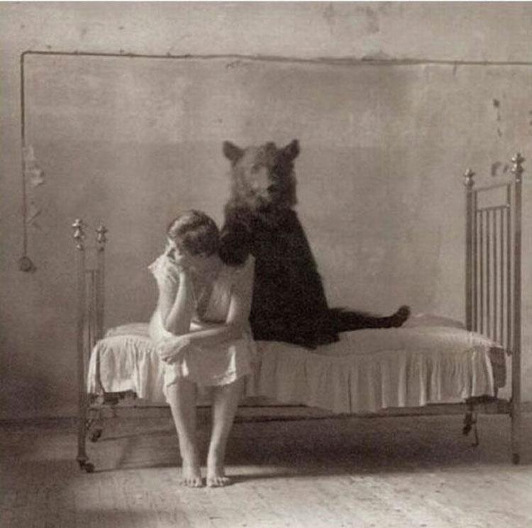 34 Fotos extrañas descubiertas recientemente que alguien probablemente debería ELIMINAR