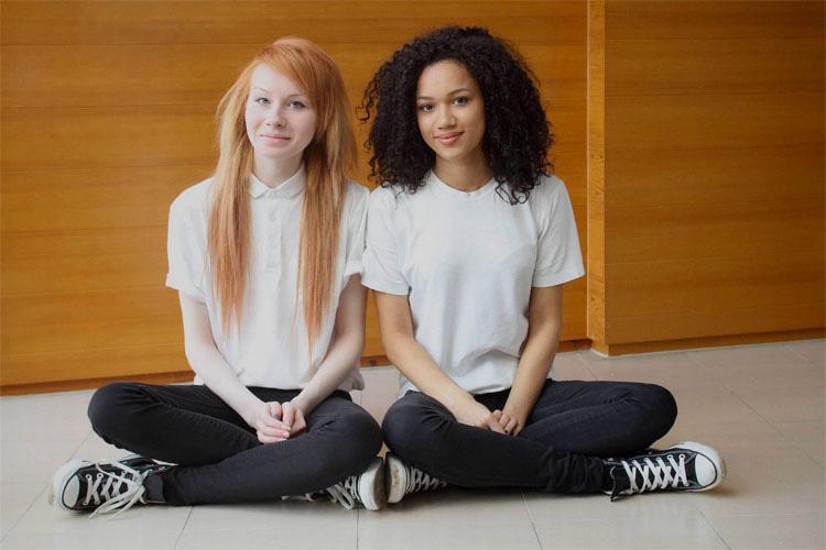 La Gente No Cree Que Estas Dos Adolescentes Sean Gemelas. ¡Más diferentes no pueden ser! 4