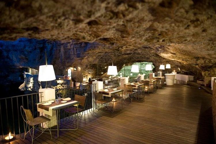 Ningún verano en Europa estará completo sin una cena en esta cueva del mar
