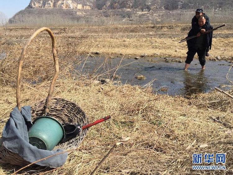 Esta historia EMOTIVA te emocionará: un ciego y su amigo sin brazos plantan más de 10.000 árboles en China