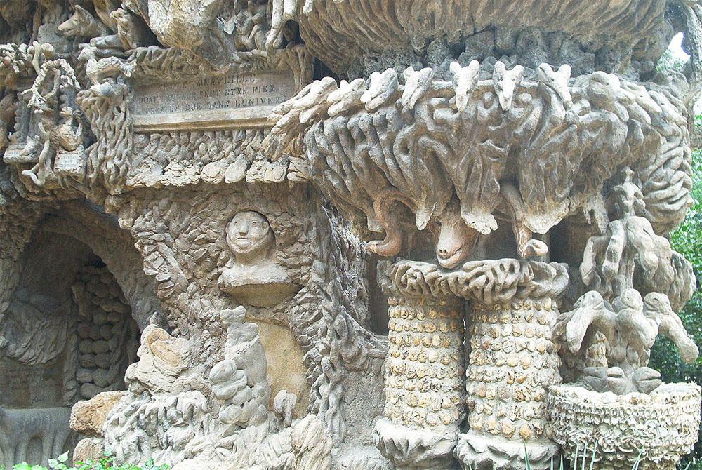 Un cartero tardó 33 años en construir este asombroso y único palacio