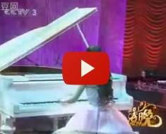 Hay Algo En Esta Pianista Muy Destacable... Espera A Ver Qué Es