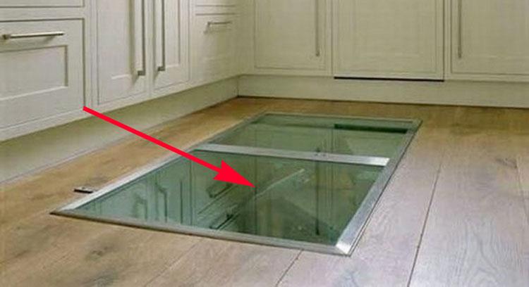 Este hombre puso una trampilla secreta en el suelo de la cocina la raz n un genio - Puerta cristal cocina ...