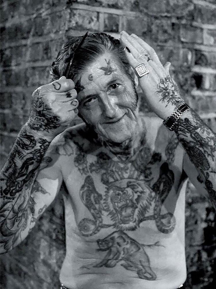 ¿Te has preguntado cómo quedarían los tatuajes al ser anciano? Aquí puedes ver 18 ejemplos
