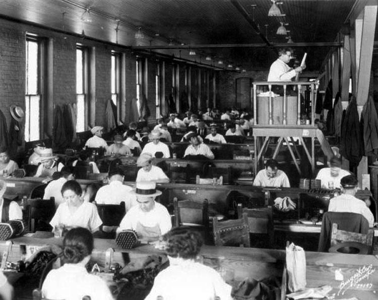 8 trabajos extraños que hicieron nuestros antepasados en los años de 1800 y que ya no existen
