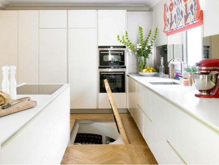 Este hombre puso una trampilla secreta en el suelo de la cocina. ¿La Razón? ¡Un GENIO!