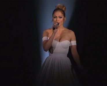 Jennifer López empieza a cantar, pero ATENCIÓN al vestido cuando la cámara se aleja... ¡INCREÍBLE!