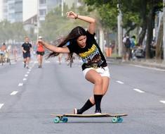 Esta chica hace skate como nunca has visto antes. ¡ALUCINANTE!