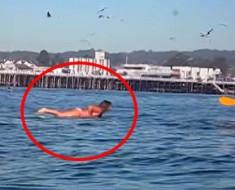 Estaba filmando a su amiga que hacía surf... Y entonces sucedió algo INESPERADO