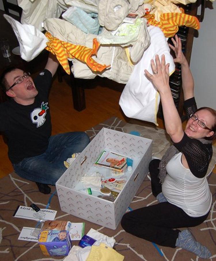 En este país, cada recién nacido duerme en una caja de cartón... ¿La razón? ¡Brillante!