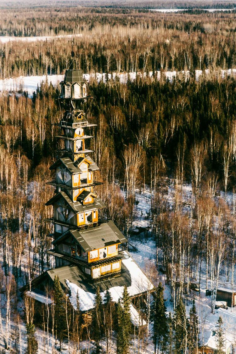 """Esta es la MISTERIOSA casa del """"Dr. Seuss"""" construida en una zona inhospita de Alaska"""
