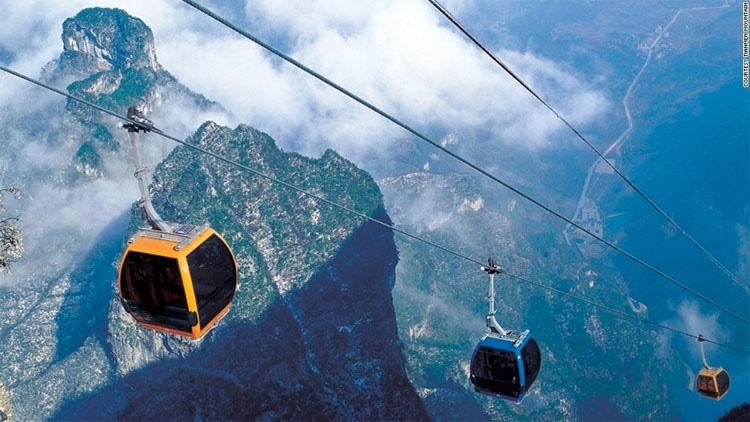 20 de las experiencias de viajes MÁS PELIGROSAS del mundo, la #9 es verdaderamente aterradora