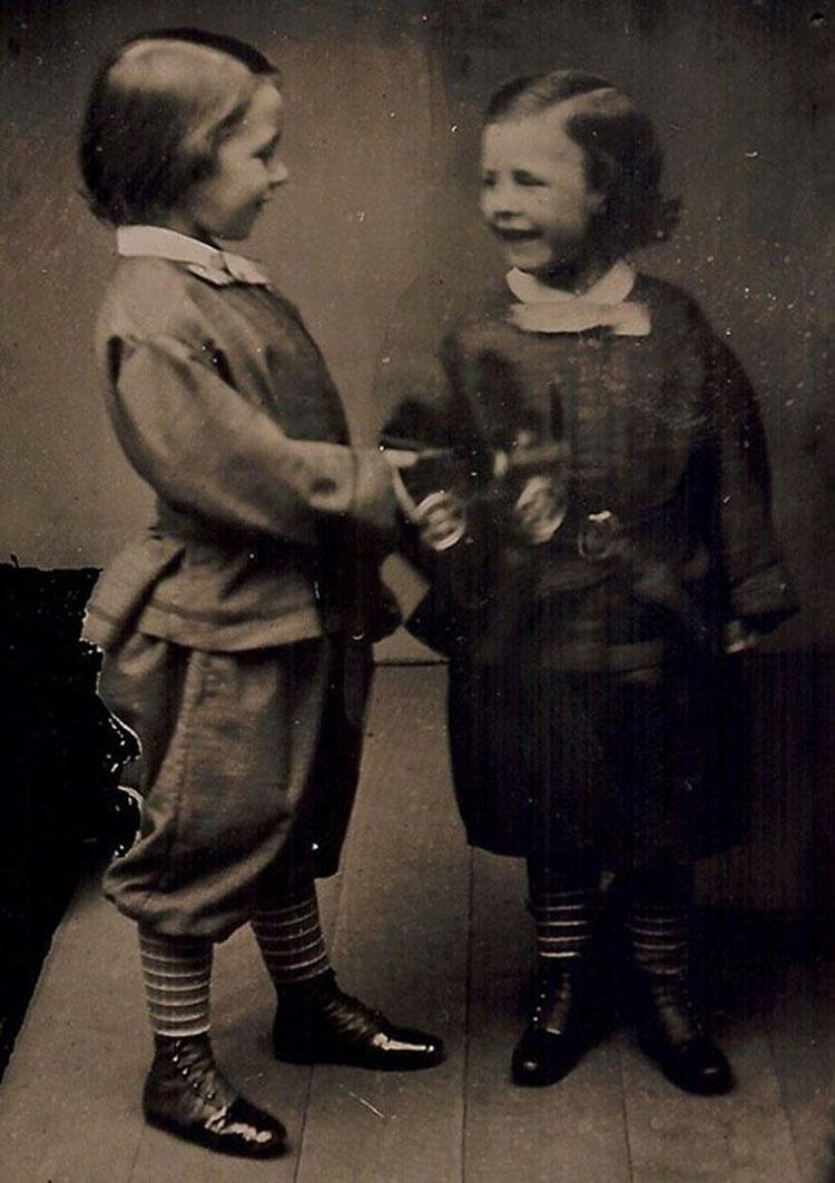 Las primeras fotos conocidas de gente sonriendo
