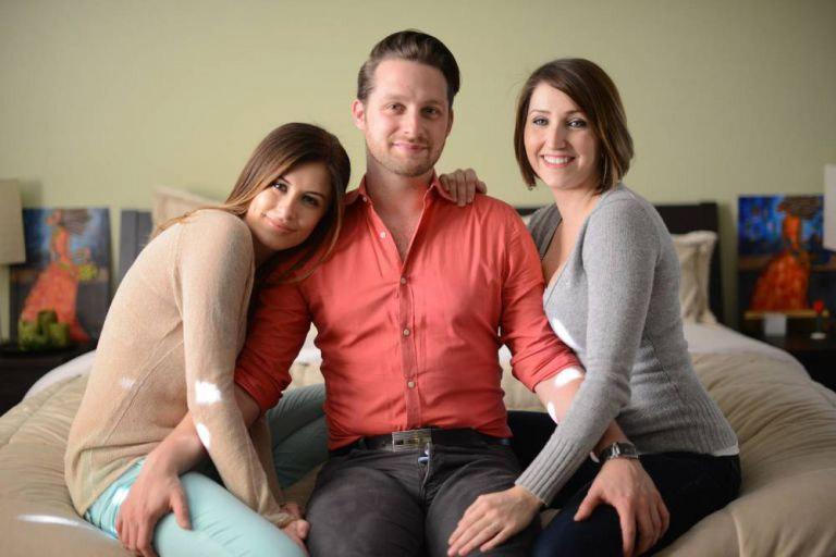 Este hombre vive con dos novias y quiere tener una tercera novia en su vida