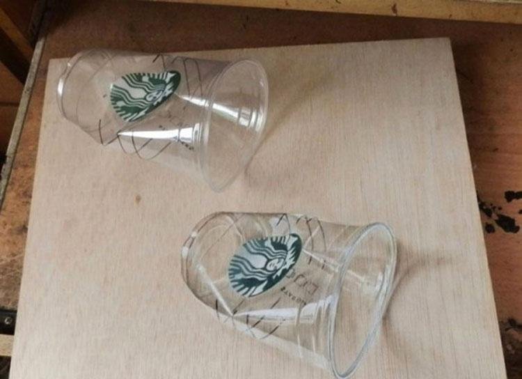 Al principio pensé que eran dos vasos de Starbucks... Entonces miré más de cerca
