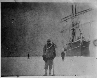 Descubierta en un bloque de hielo de la Antártida una caja de negativos de hace 100 años 1