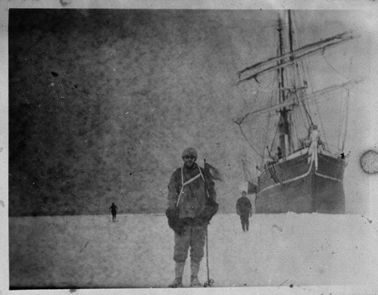 Descubierta en un bloque de hielo de la Antártida una caja de negativos de hace 100 años
