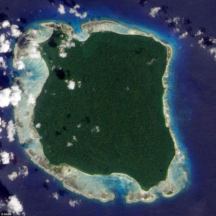 Esta misteriosa isla es el hogar de una antigüa tribu que MATA a los extranjeros 1