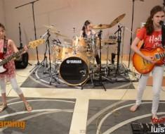 El nuevo fenómeno VIRAL de un banda de rock de tres hermanas que tienen entre 9 y 14 años