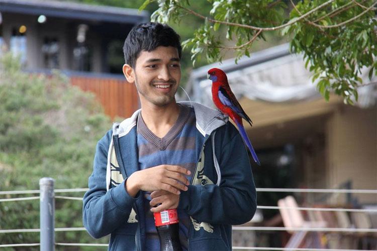 Este adolescente es todo un HÉROE: salvó a 55 huérfanos durante el terremoto de Nepal y luego hizo ESTO