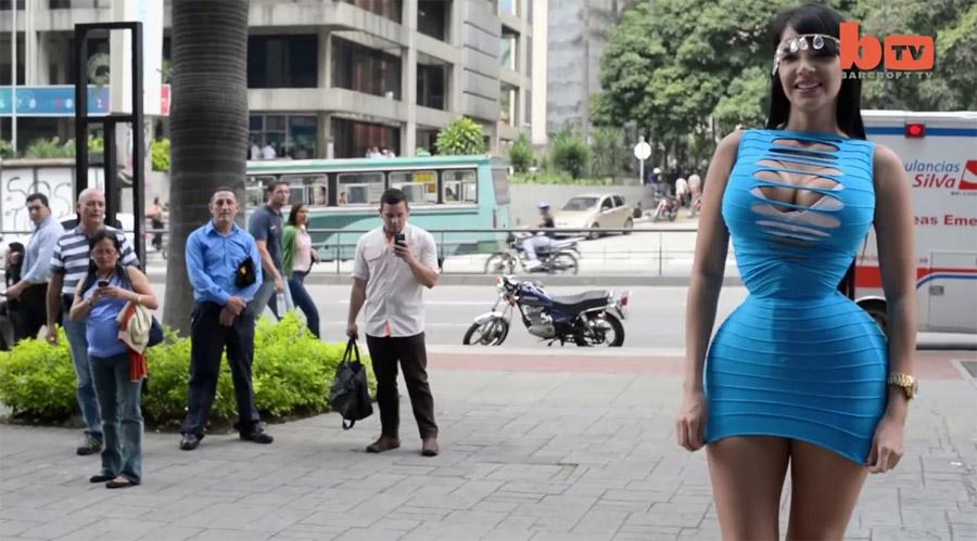 Esta modelo lleva un corsé 23 HORAS AL DÍA para intentar tener una cintura de 50 centímetros
