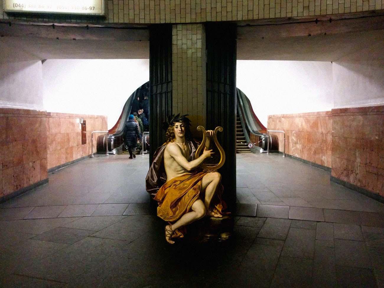 Este artista imagina personajes de pinturas clásicas dentro de escenas de nuestra vida actual. ¡ALUCINANTE!