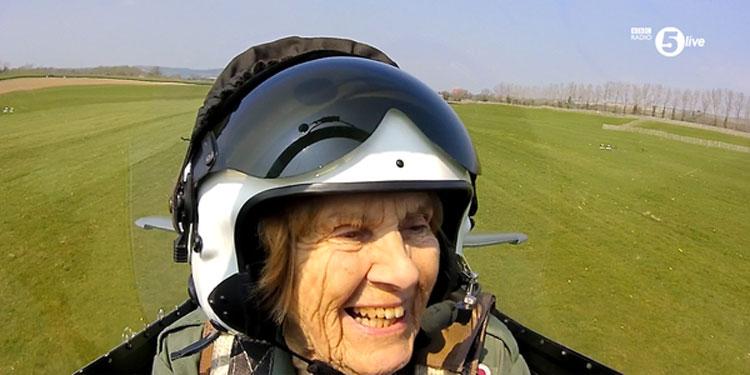 Esta mujer de 92 años fue piloto en la Segunda Guerra Mundial y ahora vuela por ÚLTIMA VEZ