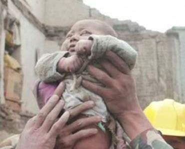 Bebé de cuatro meses encontrado VIVO después de 22 horas atrapado entre los escombros del terremoto de Nepal
