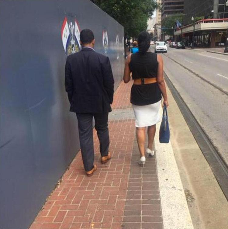 Mujer consternada con lo que ve en la calle hace foto y la comparte. ¿Ves por qué?