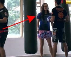 Parece una muchacha tímida en el gimnasio. ¡En realidad es CAMPEONA de Kick boxing y paso ESTO!