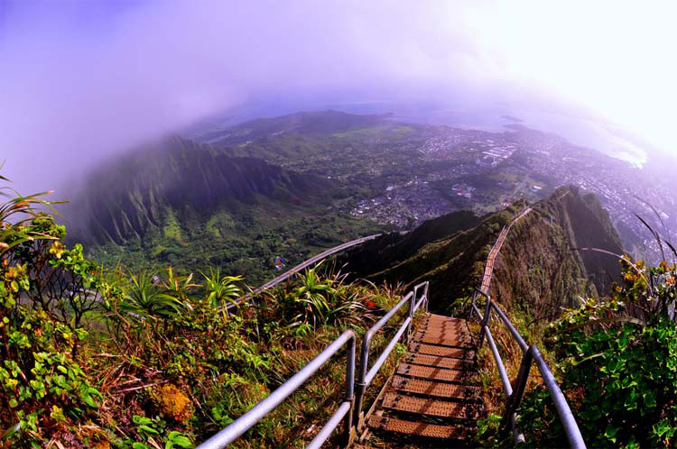 Esta 'Escalera al cielo' ILEGAL de 4000 escalones es una PURA locura