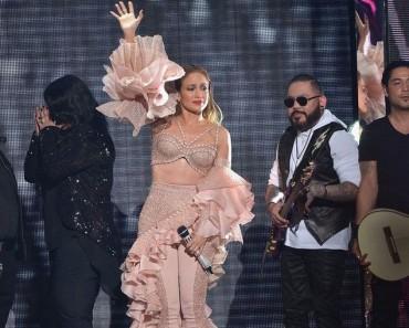 La audiencia se pone a los pies de Jennifer Lopez con ESTE increíble tributo a Selena