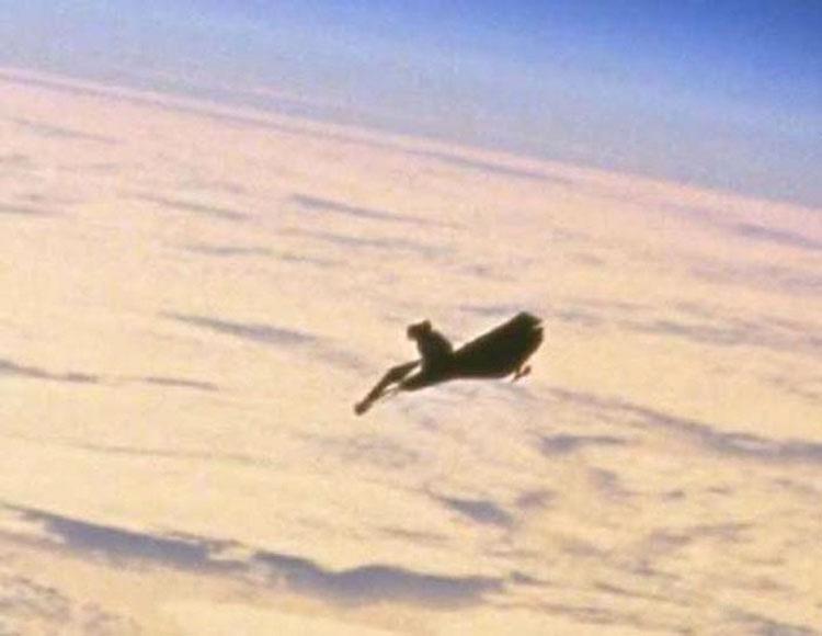 Este EXTRAÑO objeto ha estado orbitando la Tierra durante 50 años, pero nadie sabe qué es