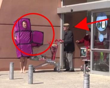 Disfrazado de pieza de Tetris gasta una genial broma con cámara oculta. ¡CÓMO REACCIONA LA GENTE!