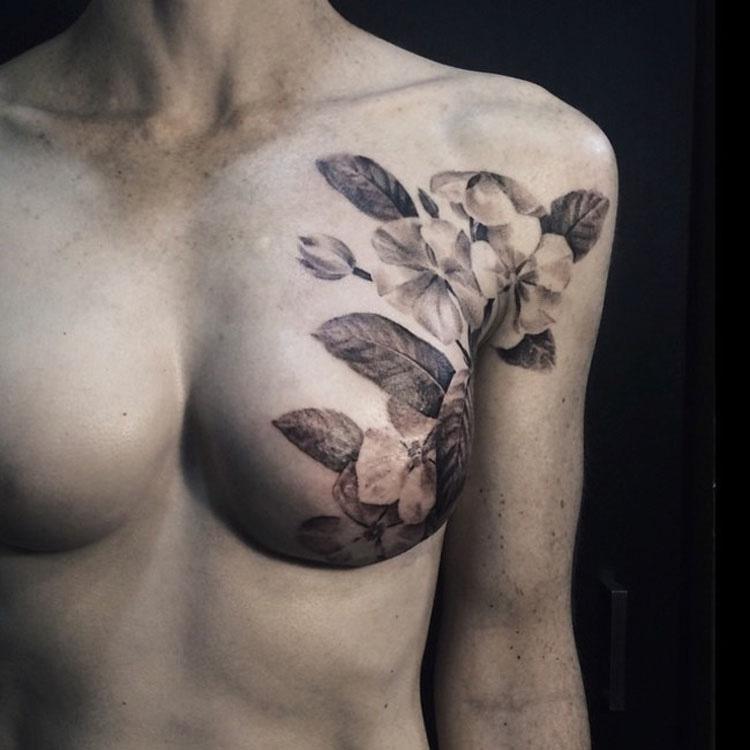 Estas SUPERVIVIENTES de cáncer de mama ocultan sus cicatrices con maravillosos tatuajes