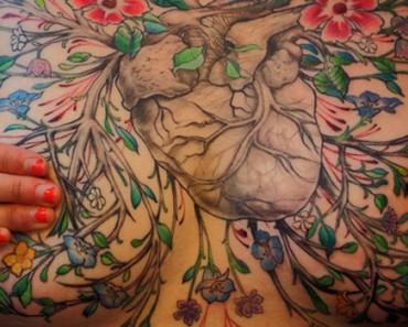 Estas SUPERVIVIENTES de cáncer de mama ocultan sus cicatrices con maravillosos tatuajes 3