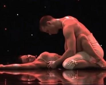 Esta pareja realiza una danza romántica (y ALGO MÁS) en un programa de televisión en directo