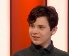 Este niño diagnosticado con autismo tiene el coeficiente intelectual más alto que Einstein. Es un GENIO