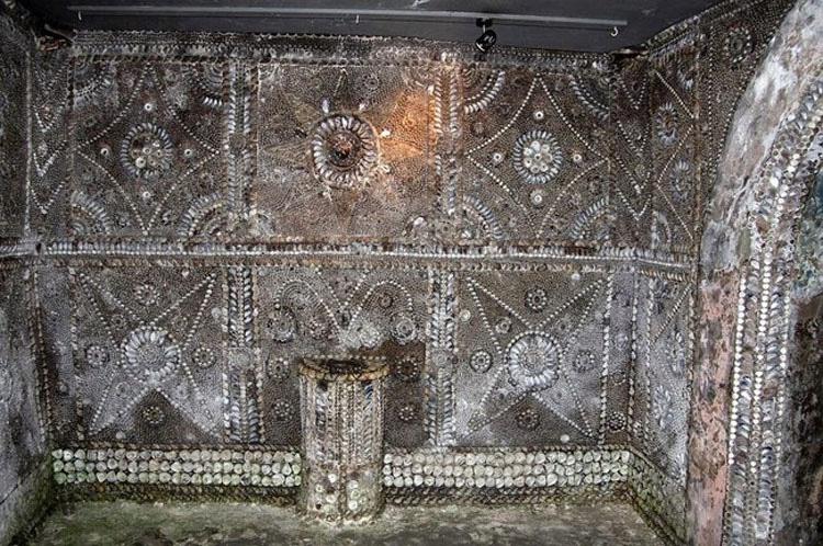 En 1835, un labrador en Inglaterra hizo este EXTRAÑO y misterioso descubrimiento subterráneo