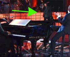 ATENCIÓN CHICAS: Michael Bublé sorprende al público cuando saca a Blake Shelton para cantar a dúo
