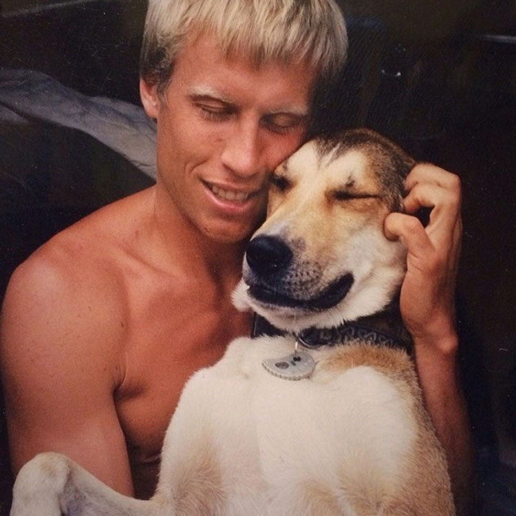 Este es el emotivo homenaje a Denali, el perro que ayudó a un hombre a vencer al cáncer